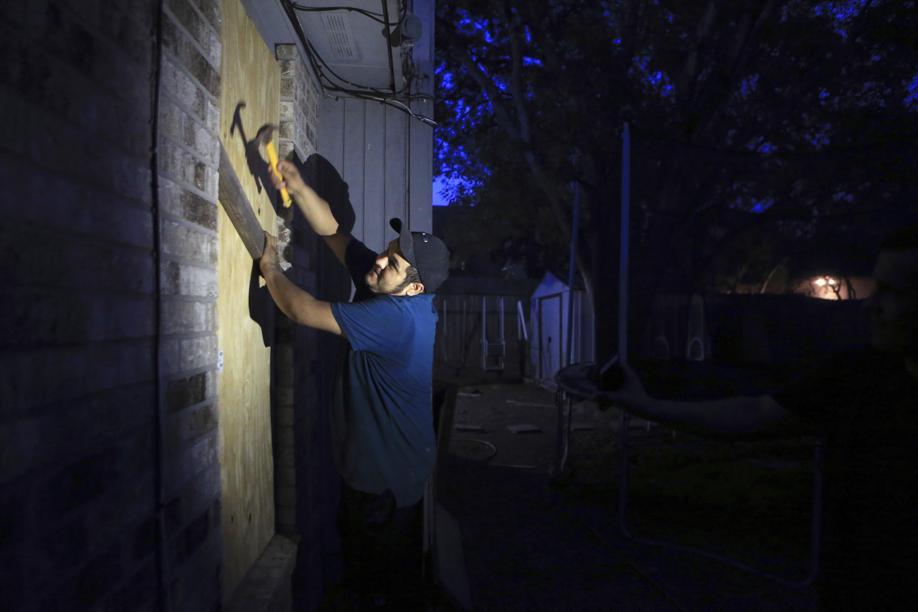 Harvey, il Texas si prepara alle prime evacuazioni